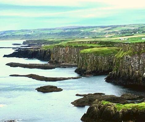 the giants causeway - top 10 trail routes hiking and trail running in Ireland