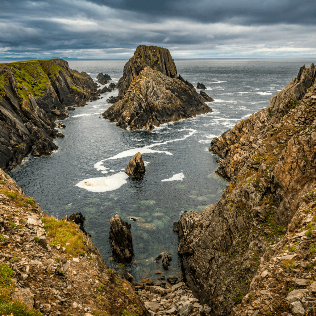 Plan a trip to explore the islands and cliffs of the emerald isle2